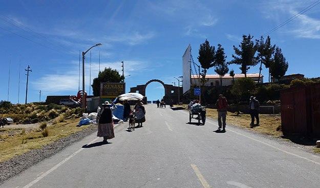 Passage de la frontière Pérou-Bolivie à pied