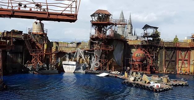 Universal Studio Waterworld Show