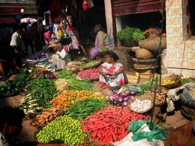 The bazaar in Varanasi is one of the best places to see in Varanasi