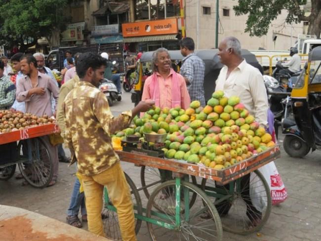 things to do in mysore: devaraja bazaar