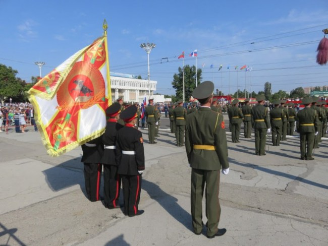soldiers singing Transnistria's national anthem during Transnistria's independence day in Tiraspol