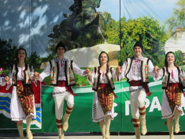 girls performing a traditional transnistrian dance during Transnistria's independence day in Tiraspol
