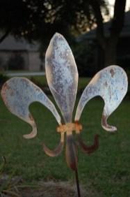 Metal fleur de lis