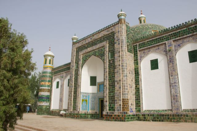 The green Apak Khoja Mausoleum, home of the Uyghur fragrant concubine.