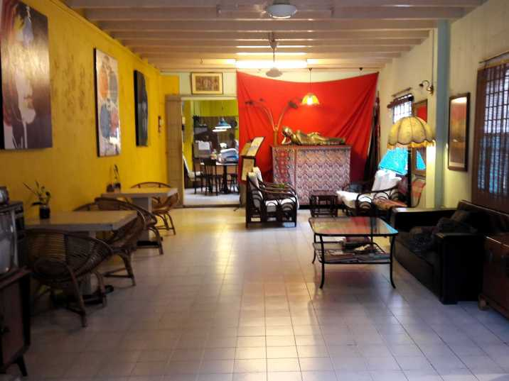 What are the stay options when visiting Melaka in Malaysia?