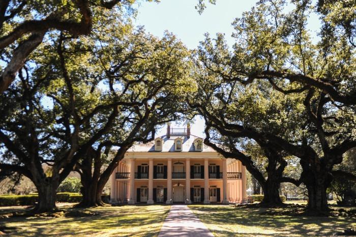 Oak Alley Plantation Home 1 - 30+ North American Bucket List Destinations