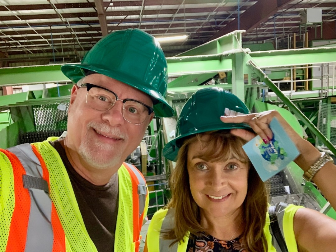 Howard Blount and Kelly Stilwell - Are Milk Cartons Recyclable?: A Guide for Consumers