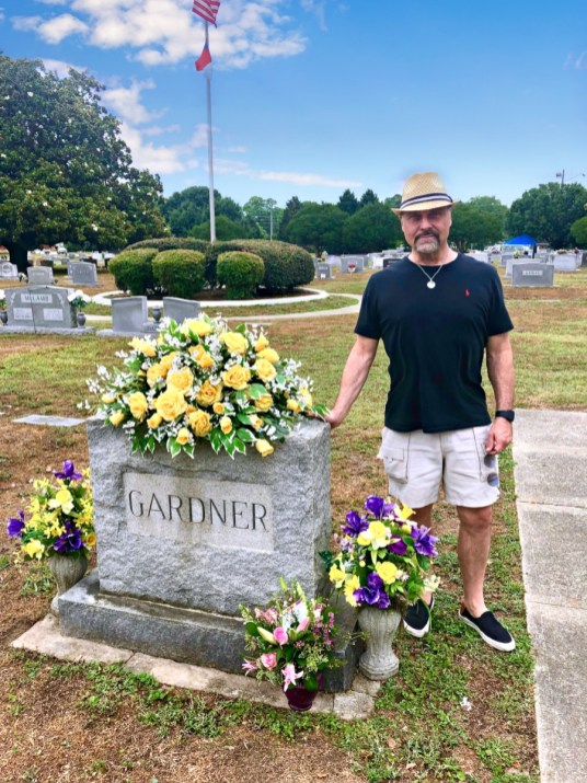 Jim Swilley at Ava Gardner grave