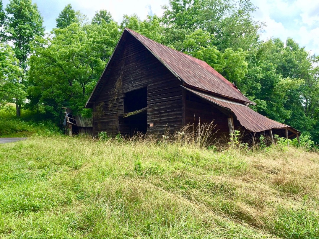 Roadside Barn - Design Your Own Georgia Road Trip (USA)