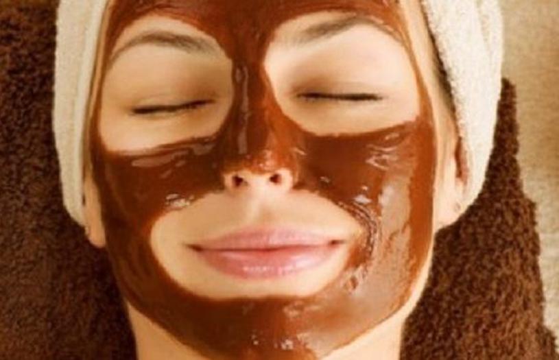 Μάσκα προσώπου με σοκολάτα