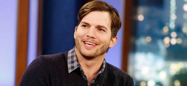 Σε πρόσφατη συνέντευξή του ο Ashton Kutcher μίλησε για το τηλεοπτικό του  φιλί με τον συμπρωταγωνιστή του στην τηλεοπτική σειρά «Two And A Half Men» 91217ed085f