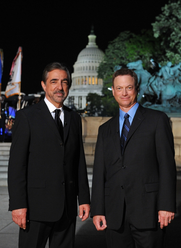 Tony Award-winner Joe Mantegna and Emmy Award-winner Gary Sinise co-host theNATIONAL MEMORIAL DAY CONCERT returning live from the West Lawn of the U.S.Capitol on Sunday, May 24, 2015 from 8:00 to 9:30 p.m. ET.  The broadcastmarks the tenth anniversary that the acclaimed actors, who dedicatedthemselves to veterans' causes and supporting our troops in active service,co-host the event. (PRNewsFoto/Capital Concerts)