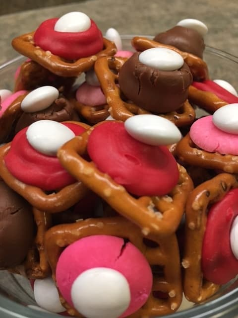 Valentine Chocolate Pretzel Treats - Back To My Southern Roots