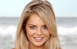 Samara Weaving played Indi Walker in Home and Away