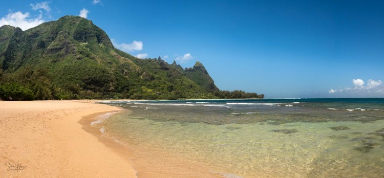 Transparent waters on Tunnels beach in Kauai