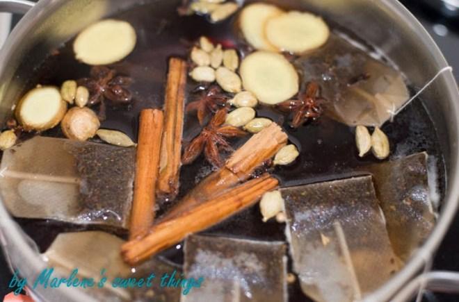Zubereitung des spicy Chai-Sirups