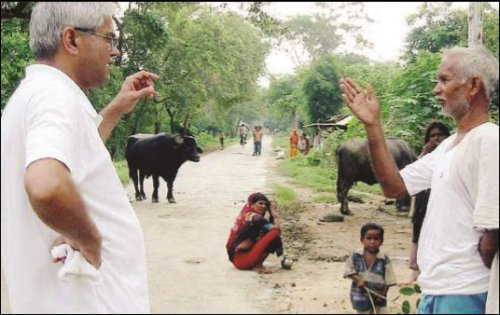 Jagadish Shukla in his native village of Mirdha, in a 2003 New York Times photograph.