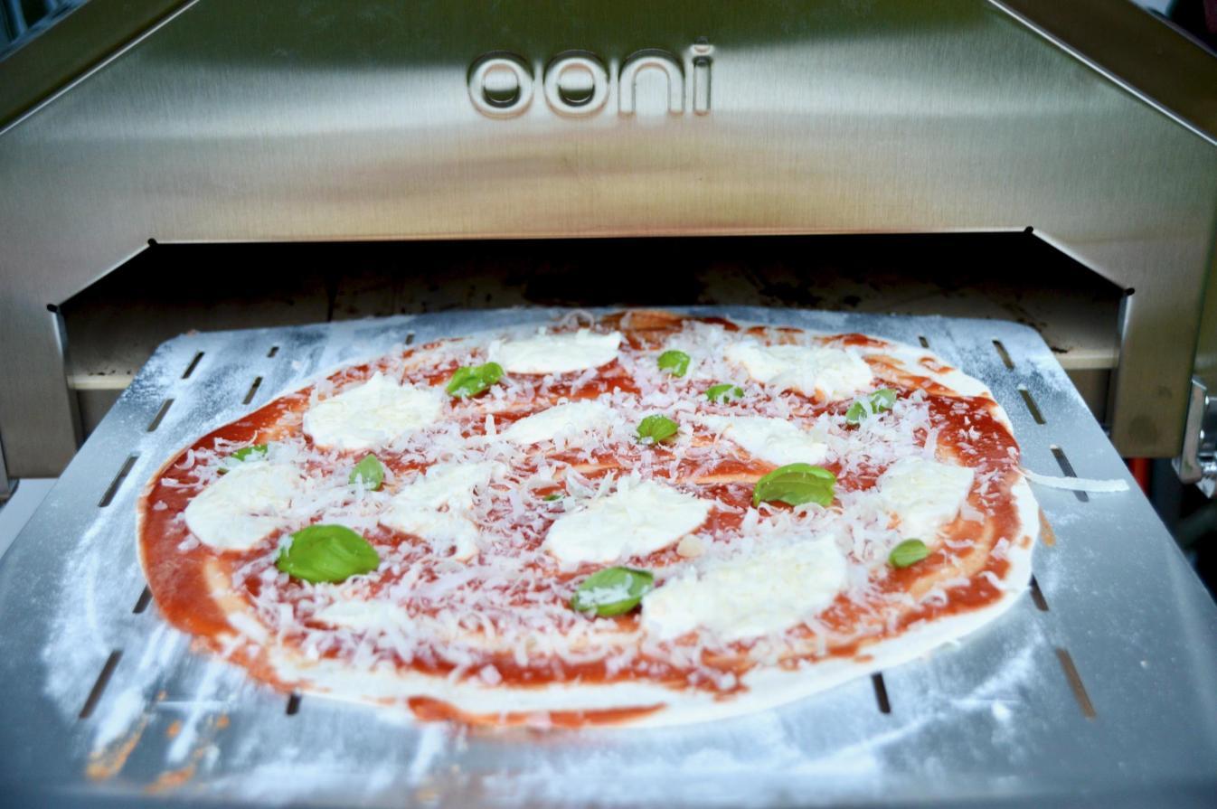Pizza Magherita mit dem Ooni Pro Pizzaofen.