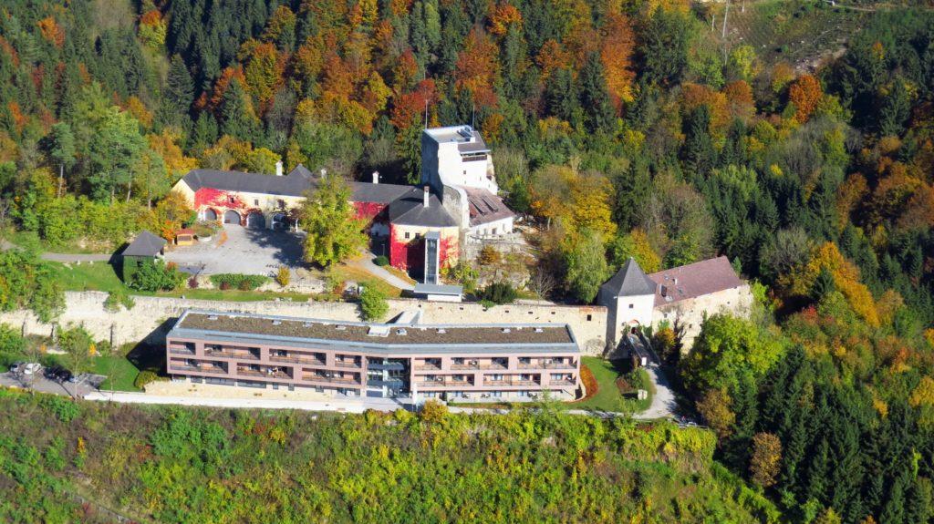 Luftaufnahme Schatz.Kammer und Burg Bad Kreuzen