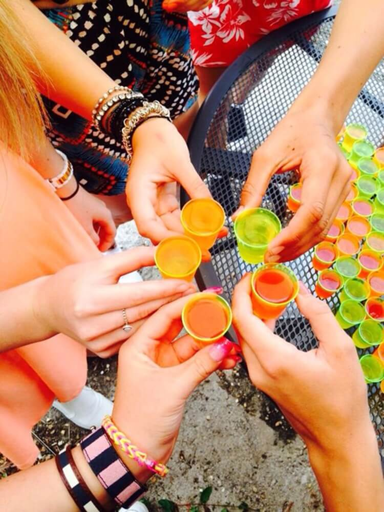 Colorful alcoholic drinks (32 Photos) 22