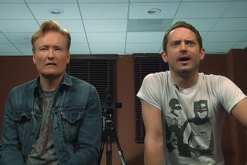 Elijah Wood and Conan Destroy Final Fantasy XV Not knowing the creators of the game are watching them.