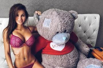 Cuteness overload with sexy Girls and their Teddy Bears (27 Photos) 1