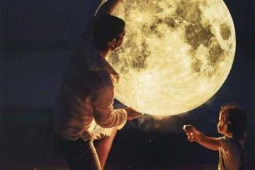 epic moon photo with kid