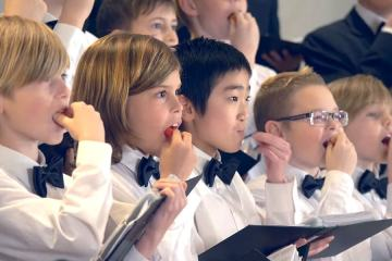 Danish Kids Tried To Sing A Christmas Carol after Eating a Ghost Pepper 1