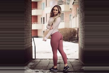 Squat girls (24 photos)