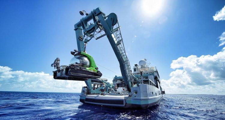 Taking a SUBMARINE 500 meters below the ocean surface! 1