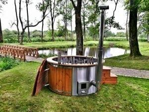Whirlpool mit Holz Heizen bereichern den Garten