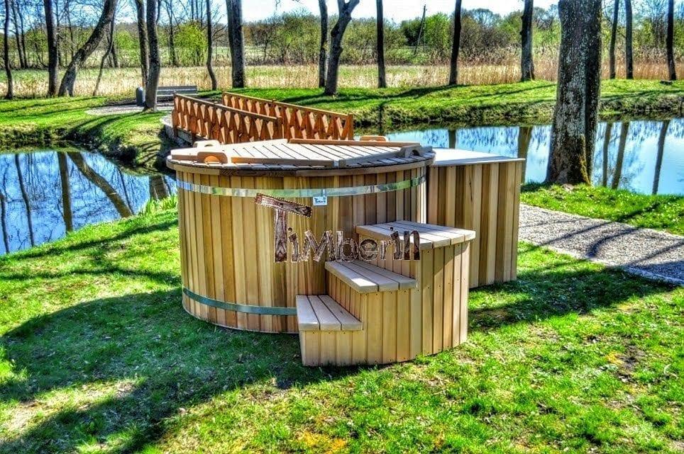Badetonne-Badezuber-Badebottich-Badefass-im-Garten-rote-Zederholz Projekte