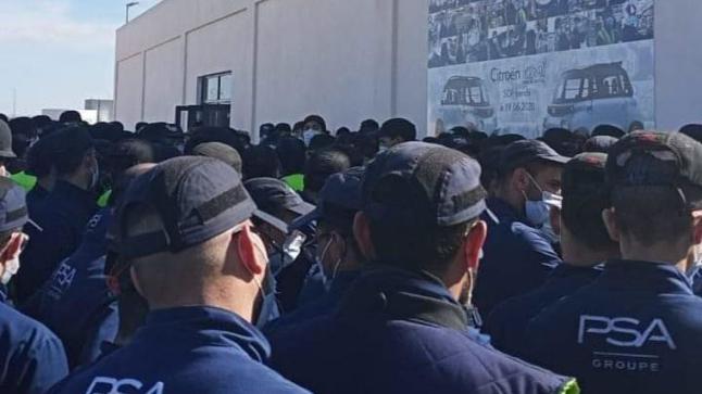 """القوات العمومية تطوق مصنع """"بيجو"""" بسبب احتجاج عماله"""