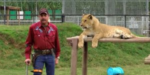 tiger-king joe exotic netflix