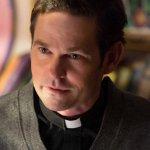 Stargirl: Henry Thomas sarà Dottor Mid-Nite