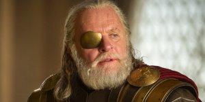 Thor: Ragnarok, Anthony Hopkins balla nel suo camerino nei panni di Odino