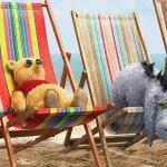 Ritorno al Bosco dei 100 Acri: Pimpi, Tigro, Pooh e Ih-Oh prendono il sole in spiaggia in un nuovo poster
