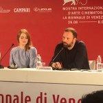 Venezia 75 – La Favorita, il resoconto della conferenza stampa con Emma Stone, Olivia Colman, Nicholas Hoult