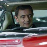 Johnny English Colpisce Ancora: il protagonista sceglie la sua auto in una nuova clip