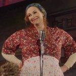 The Marvelous Mrs. Maisel 2: Jane Lynch sarà nuovamente Sophie Lennon!