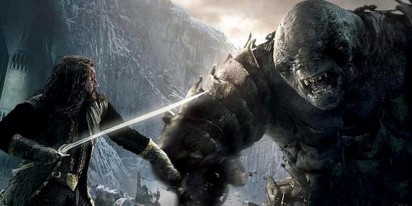 Lo Hobbit: La Battaglia delle Cinque Armate, i nani contro un troll nel nuovo banner