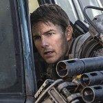 Tom Cruise nuovamente alla guida di un elicottero in vista delle riprese di Top Gun: Maverick