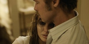 By the Sea: il trailer italiano e un poster del film con Angelina Jolie e Brad Pitt
