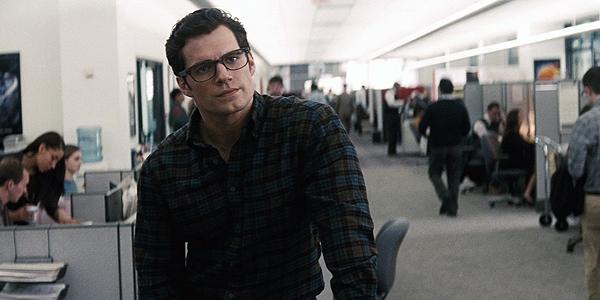 Batman V Superman: Zack Snyder sul perché l'Uomo d'Acciaio evita di usare la vista a raggi X e il super udito