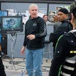 James Cameron parla di quando ha quasi colpito Harvey Weinstein con l'Oscar vinto per Titanic