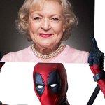 Deadpool: Wade Wilson augura buon compleanno a Betty White di Cuori Senza Età