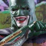 """Suicide Squad: ecco la figure della Hot Toys dedicata alla Batsuit """"vandalizzata"""" dal Joker"""