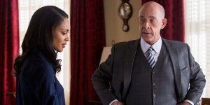 The Accountant: J.K. Simmons e Cynthia Addai-Robinson in una nuova clip italiana