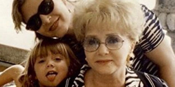 Billie Lourd ricorda la madre Carrie Fisher e la nonna Debbie Reynolds