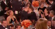Golden Globes 2017: Ryan Reynolds ha baciato Andrew Garfield mentre Ryan Gosling vinceva il premio